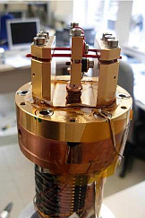 Sample holder for themrmal conductivity measurements